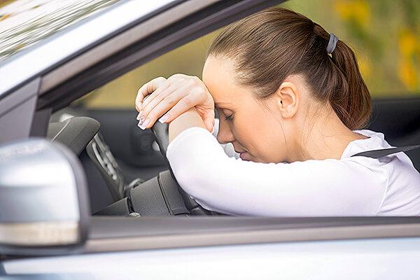 「渋滞にはまる」や「足止めを食らう」など身動きがとれない状態を英語で表現