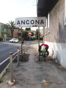 uz razlicite table Ancona sam se prepeljala tri puta