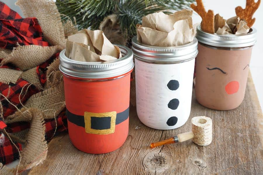 How to Paint Mason Jars for Christmas