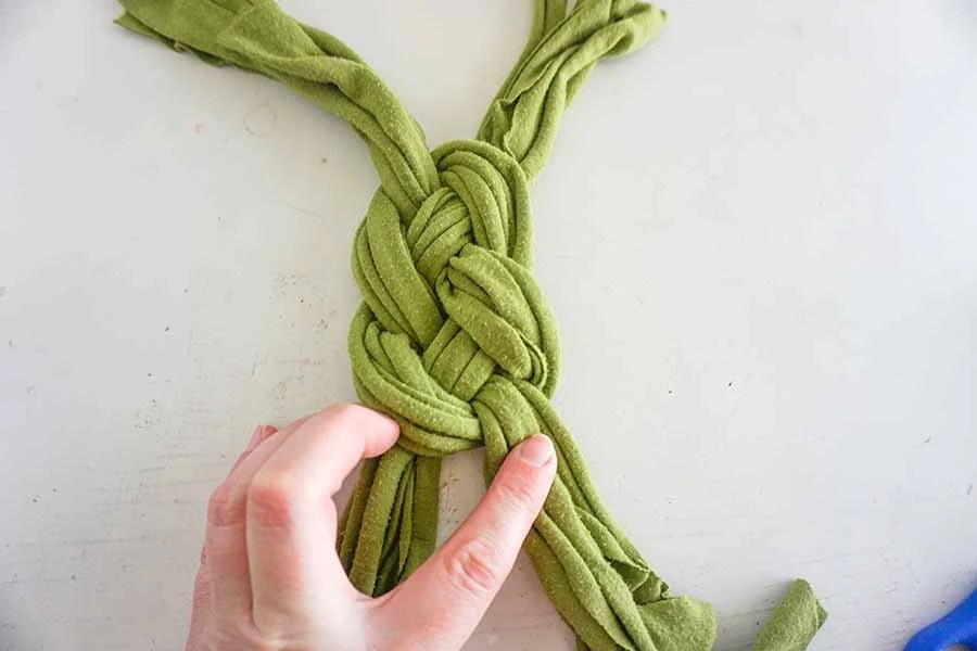 continuing sailor's knot