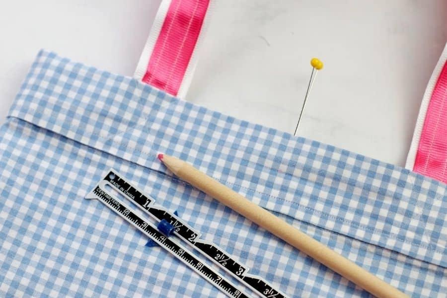 measuring out pillowcase