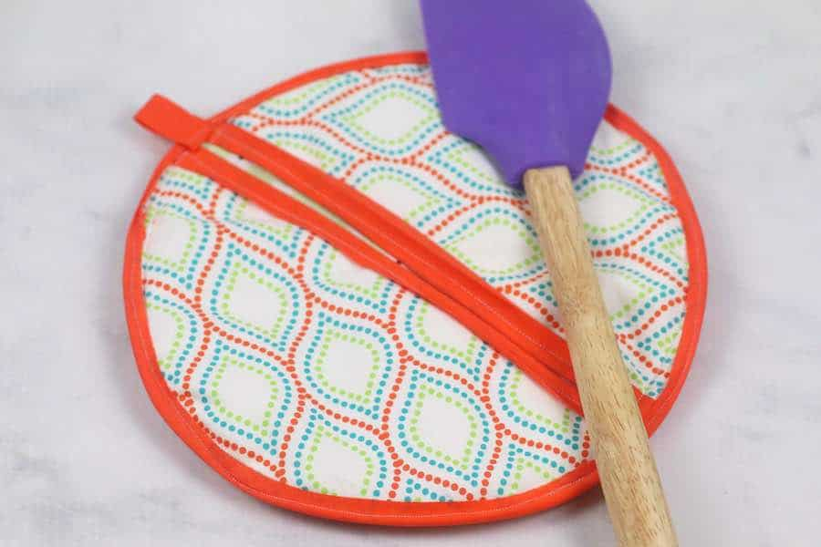 Completed Round Potholder with Free Pattern