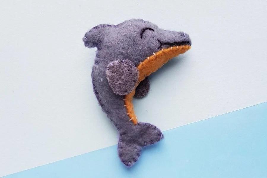 diy felt dolphin
