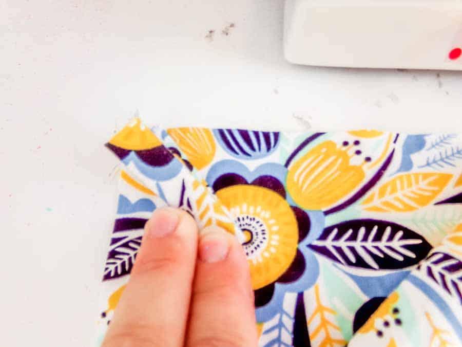finger stitch marker sewing hack