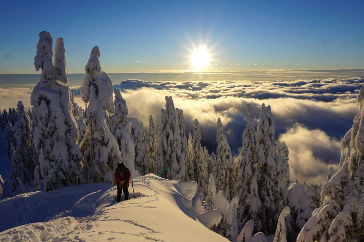 8 Tips for Winter Hiking (You Don't Have to Freeze!)
