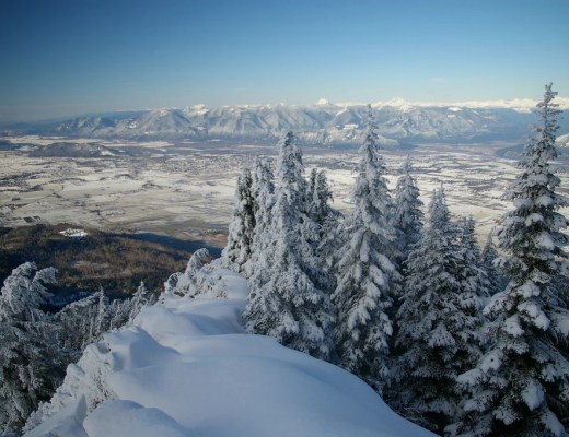 Snowshoeing in the Fraser Valley. The view from Elk Mountain in Chilliwack.