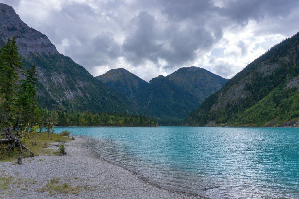 Kinney Lake on the Berg Lake Trail. The Ultimate Guide to Hiking the Berg Lake Trail in Mount Robson Provincial Park in the Canadian Rockies