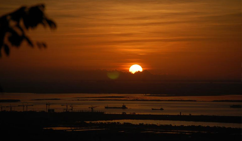 Witness the Sunrise or Sunset