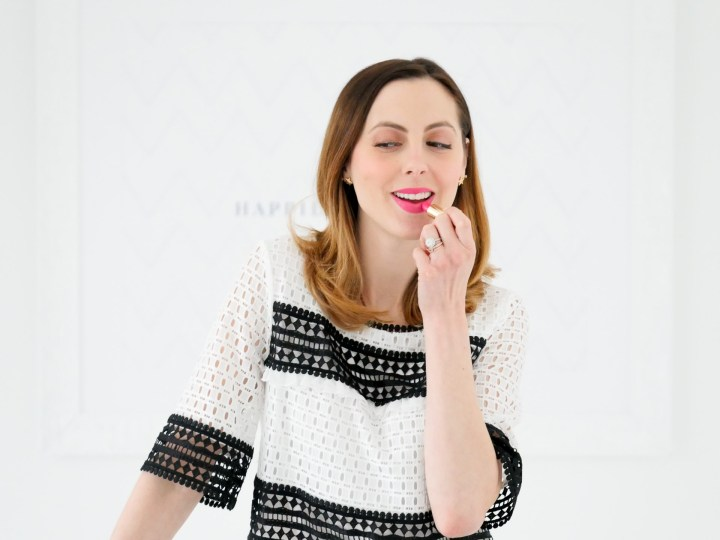 Eva Amurri Martino applies bright pink lipstick