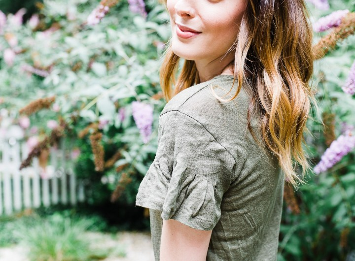 Eva Amurri Martino wears an army green flutter sleeve linen Tshirt in the courtyard of her Connecticut home