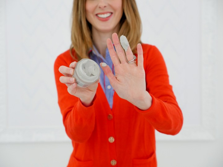 Eva Amurri Martino displays the creamy texture of the Vichy pore purifying clay mask