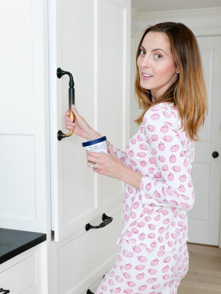 Eva Amurri Martino sets her prepared quaker overnight oats in the fridge to cold steep