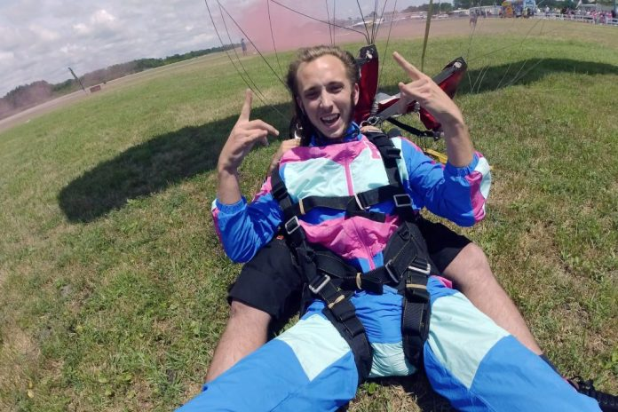 Tim Goodwin skydives to find out the gender of his baby