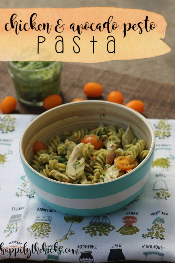 Chicken & Avocado Pesto Pasta | read more at happilythehicks.com