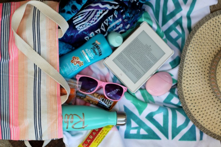 Beach Bag Essentials | read more at happilythehicks.com