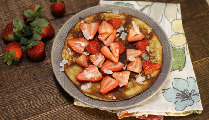 Strawberry Protein Pancake | read more at happilythehicks.com
