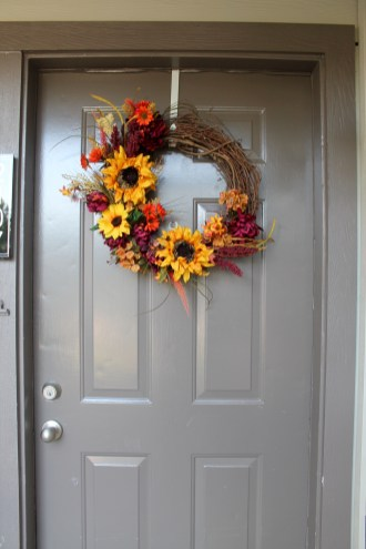 Fall Wreath DIY Tutorial | read more at happilythehicks.com