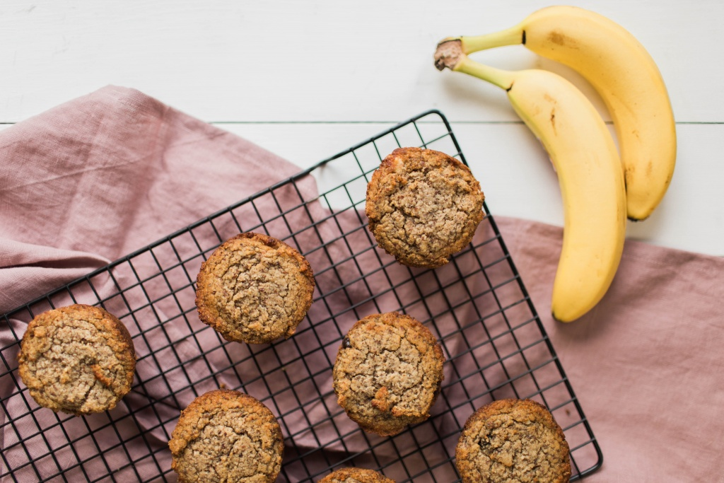 Paleo Banana Bread Muffins | read more at happilythehicks.com