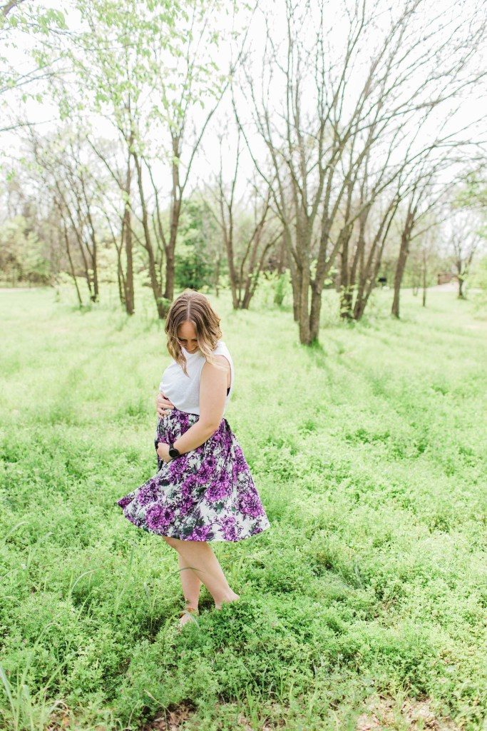 Second Trimester Outfits with LuLaRoe | read more at happilythehicks.com