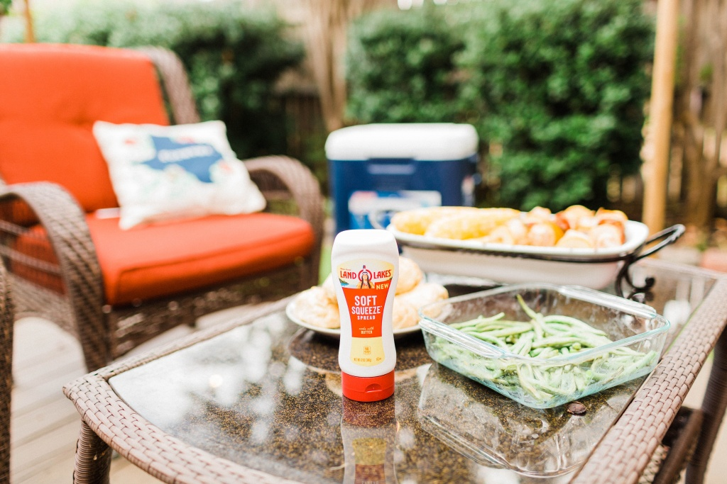 Make Summertime Entertaining a Breeze with the new Land O Lakes Squeezable Butter! #ad #EasySqueezy #CollectiveBias | read more at happilythehicks.com