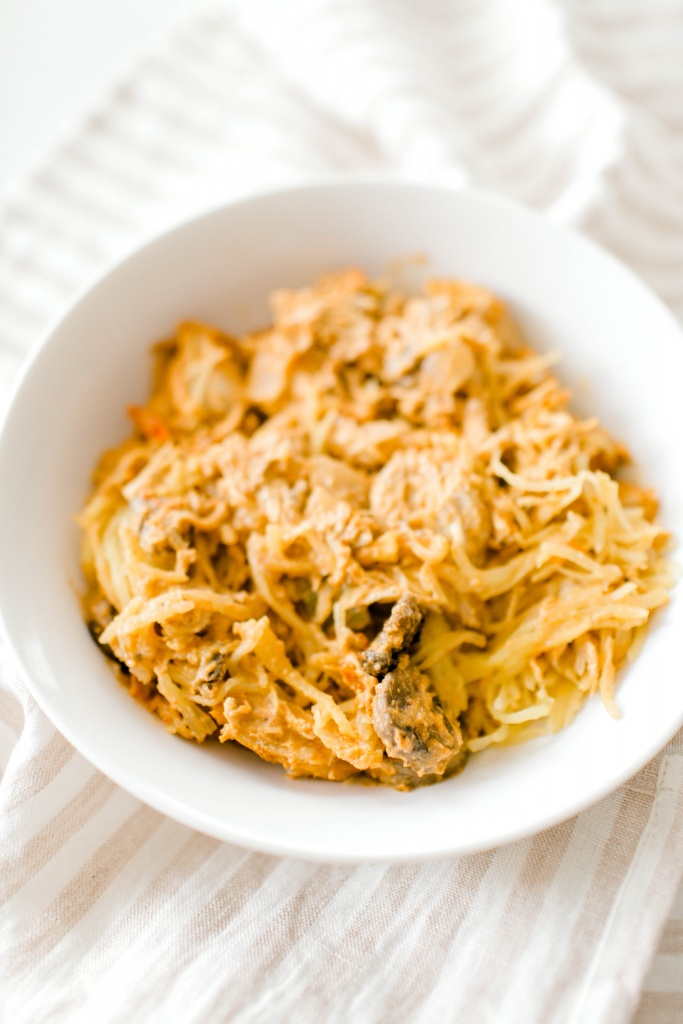 Whole30 Chicken Spaghetti (Squash) | read more at happilythehicks.com
