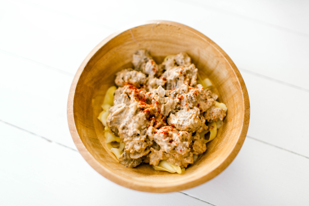 Whole30 Beef Stroganoff | read more at happilythehicks.com