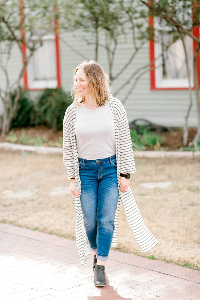 Three Ways to Style Boyfriend Jeans | read more at happilythehicks.com