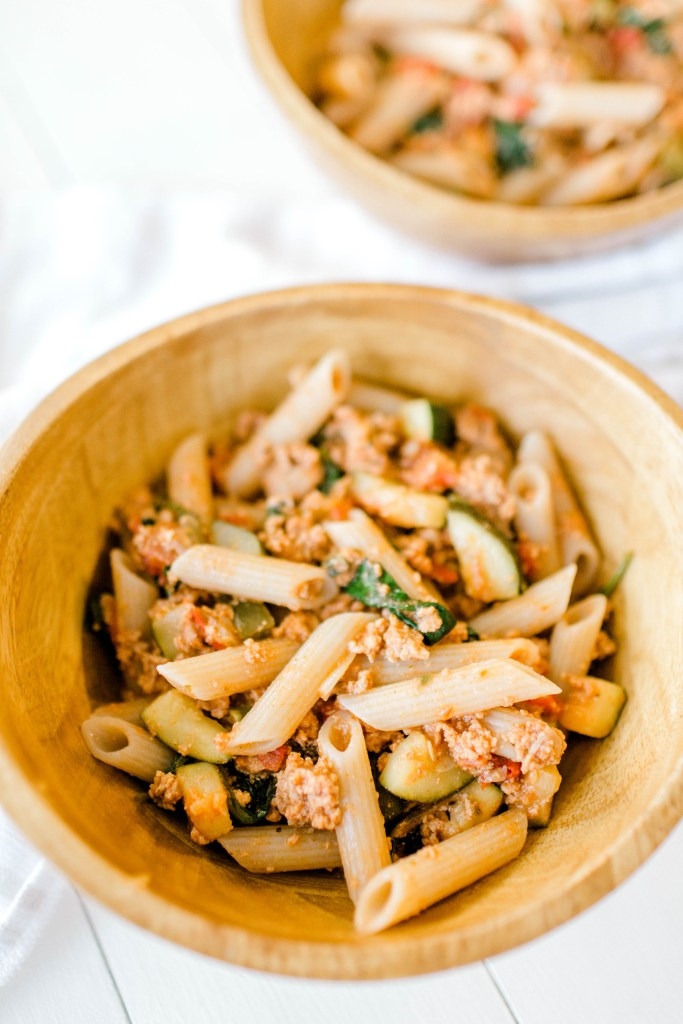 Super Easy Superfood Pasta | read more at happilythehicks.com