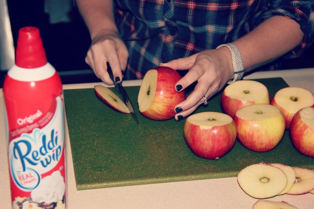 cutting apples