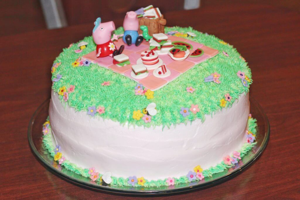 Peppa Pig Picnic Birthday Cake