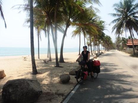 Sur la route dans la province de Phetchaburi