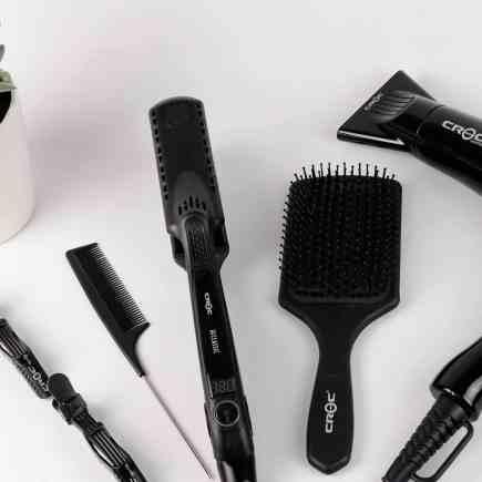 brosse à cheveux et sèche-cheveux