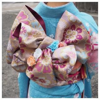成人式の振り袖はレンタルでも十分ですね。小物も可愛いです。*^^*