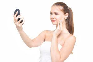 化粧が濃くなる原因を追究しナチュラルメイクに成功た女性