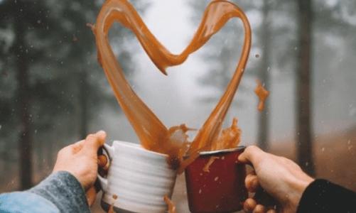 да си измислиш любов