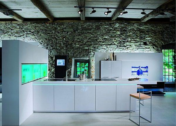 Минималистична-кухня-в-бяло-600x431