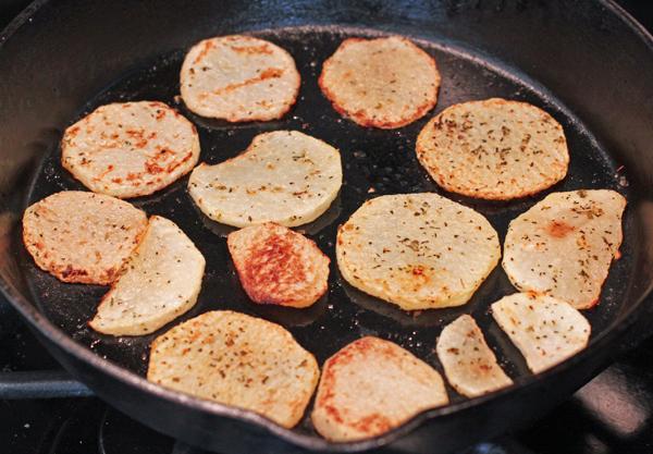 roasted kohlrabi slices