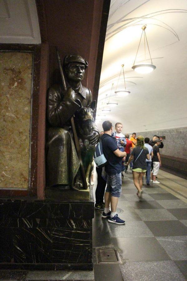 """U-Bahn Station """"Ploschad Revolyutsii"""""""