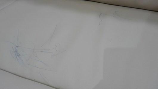 白いソファ 落書き ボールペン 消す