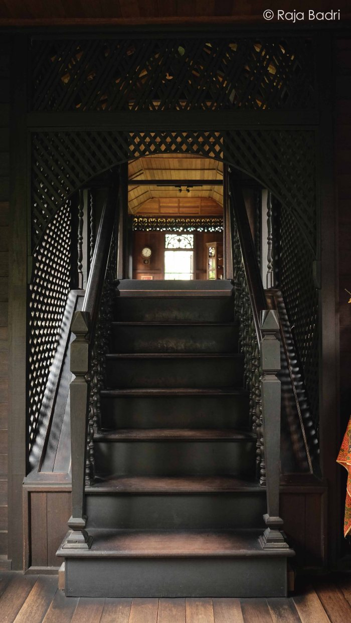 Stairways leading up to the Rumah Ibu from Balai