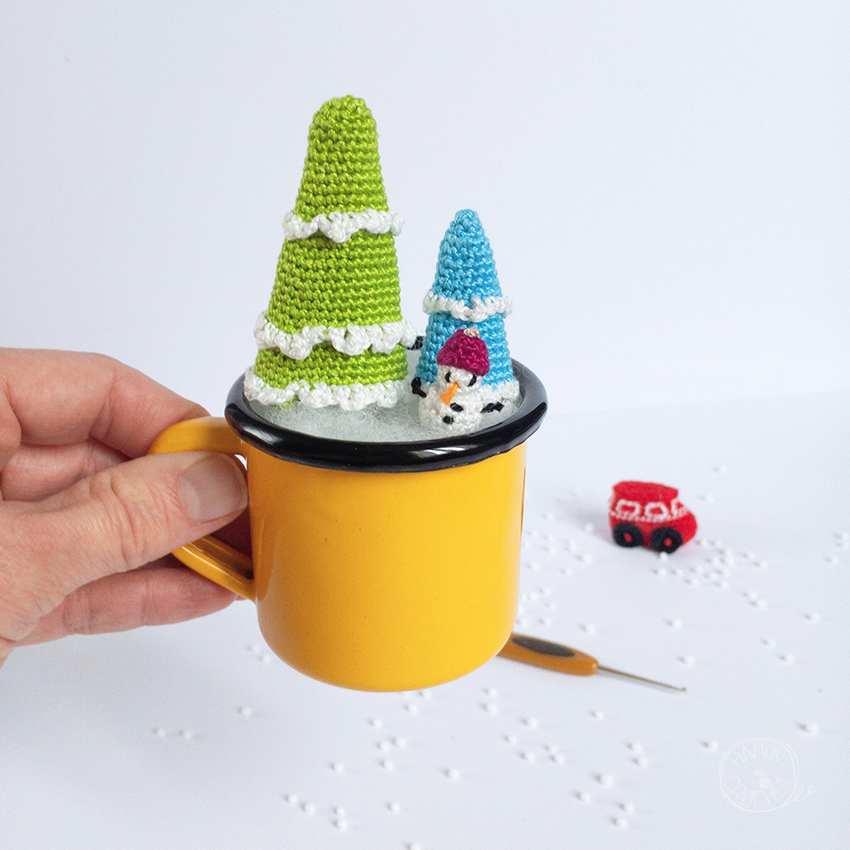 Sapins et Bonhomme de Neige Miniatures au Crochet