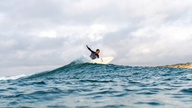 About us - Happy Days Surf Peniche - Luís surfing