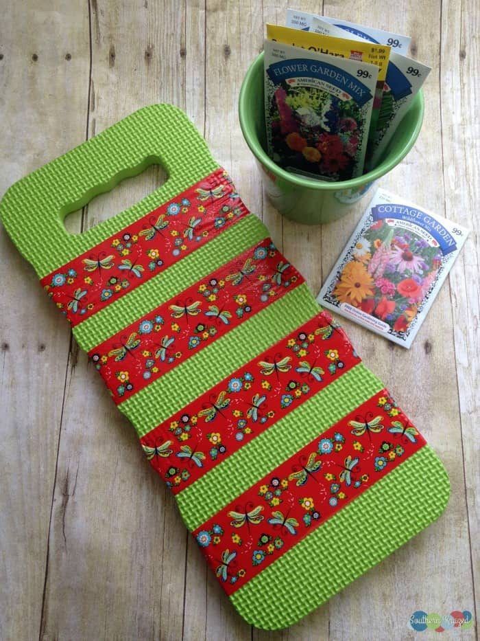 Spring Craft DIY Decor Ideas - garden kneeler