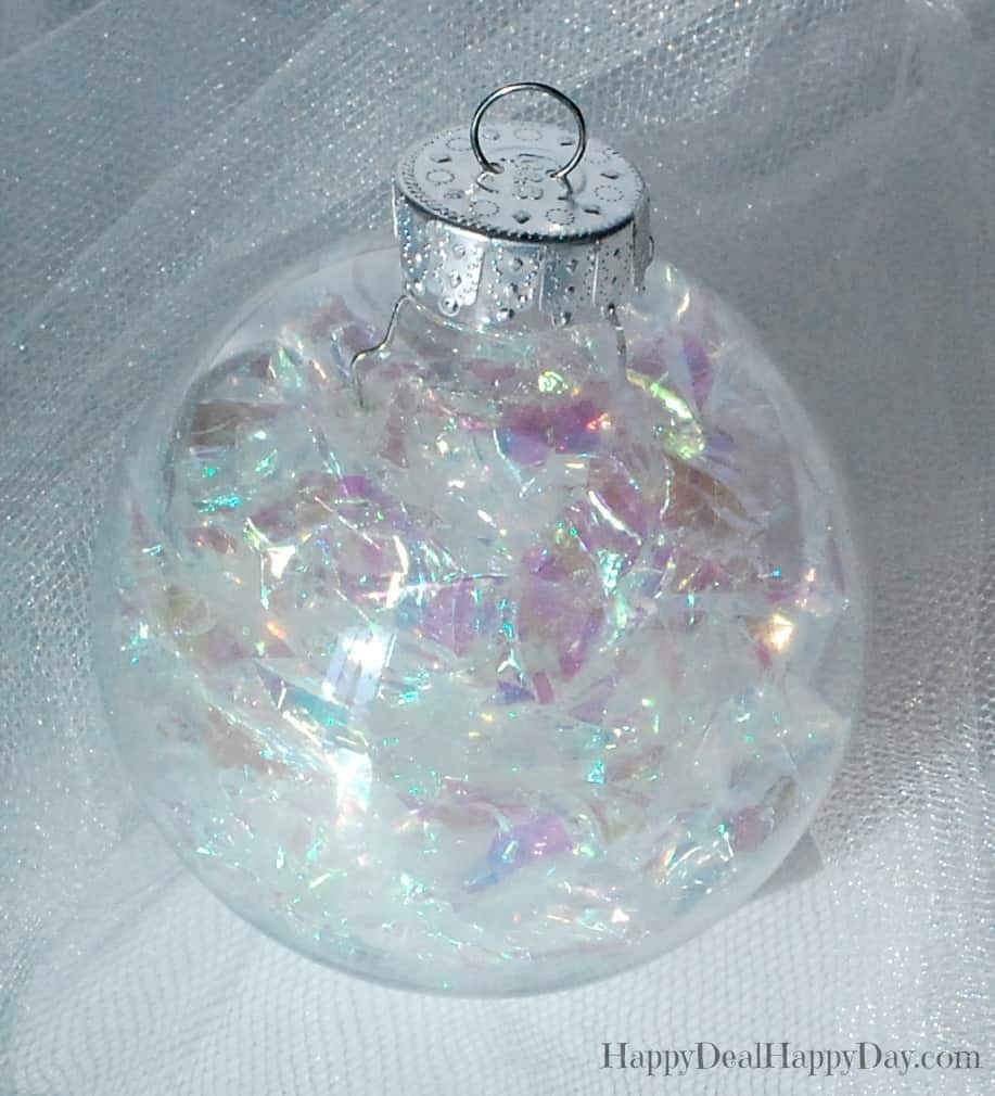 Clear Plastic Ornament Balls - 10 Cute Ways to Use Them This Christmas. I think #4 is the prettiest. Many cute ideas in this post!