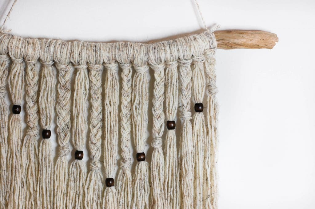 Simple Yarn Wall Hanging Tutorial - up close