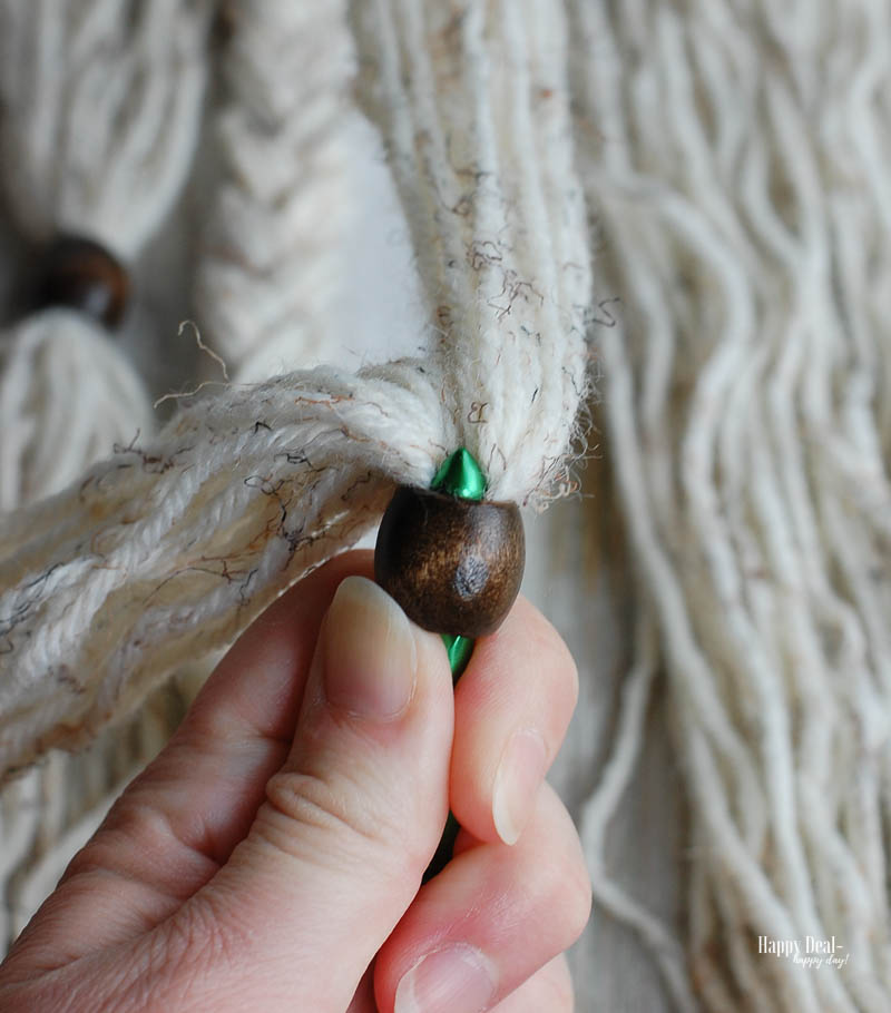 Simple Yarn Wall Hanging Tutorial - pull yarn through bead