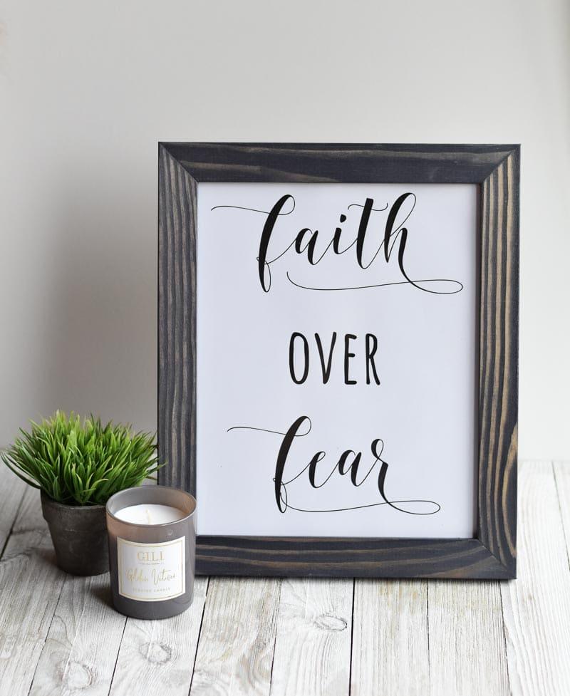 """DIY Christmas Gift Idea """"Faith Over Fear"""" free printable"""