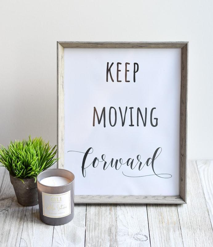 "DIY Christmas Gift Idea free printable ""Keep Moving Forward"""