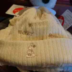 MICKEYのロゴのついたニット帽