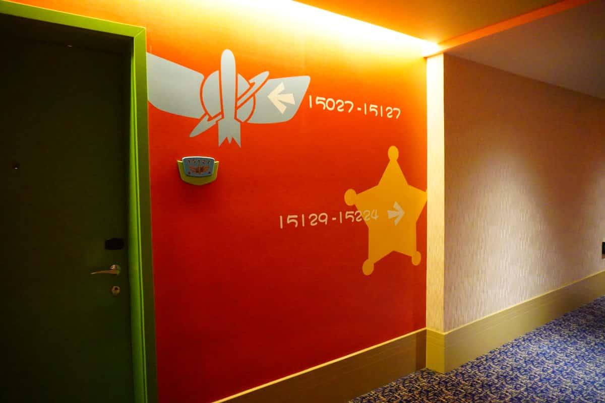 ホテル内の廊下